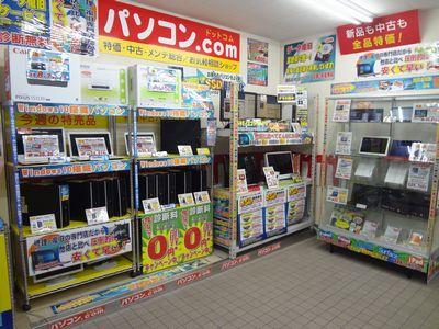 店内入り口 4画面表示パソコン
